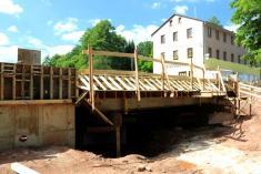 Stavba mostu u pošty