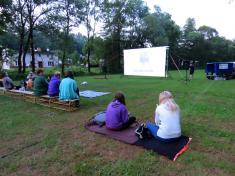 Letní kino - Přes prsty
